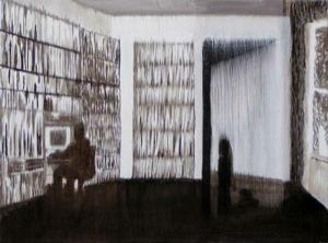 weiß-braunes Bild in leichter Streifenoptik. Sichtbar oder Erahnbar ist ein wändefüllendes Bücherregal, ein Mensch sitzend vor einem Computer und ganz rechts eine angelehnte Tür und ein Fenster mit Vorhang