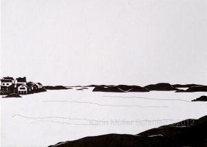 schwarz-weiße Zeichnung, Blick vom Festland auf eine Schärenküste, ganz links der Beginn eines Dorfes auf einer Insel